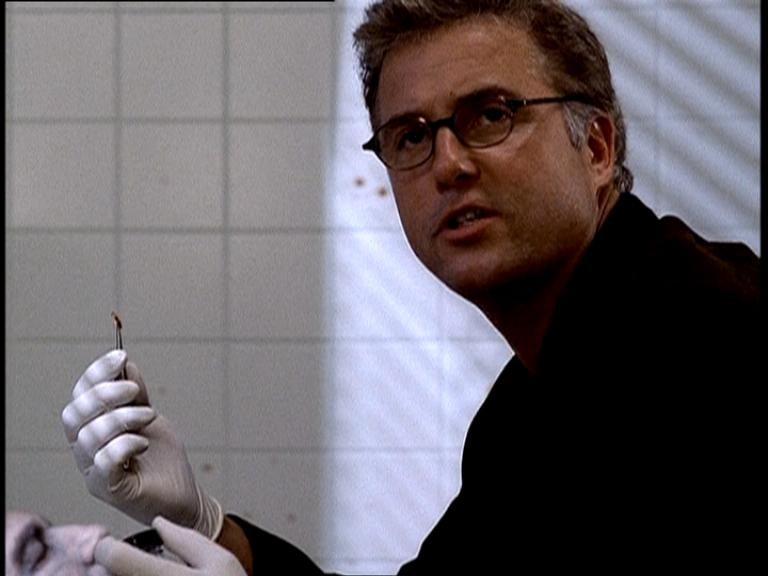 William L. Petersen in una scena di CSI