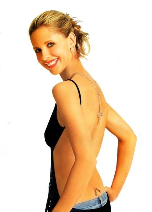 Sarah Michelle Gellar, di schiena in un'immagine sexy