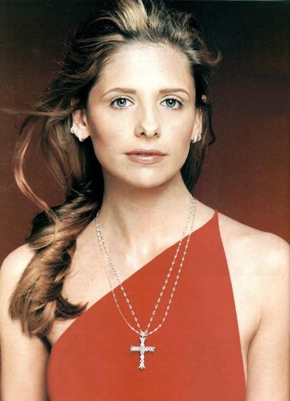 Sarah Michelle Gellar in abito rosso