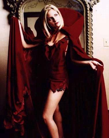 Sarah Michelle Gellar in versione sexy Cappuccetto Rosso