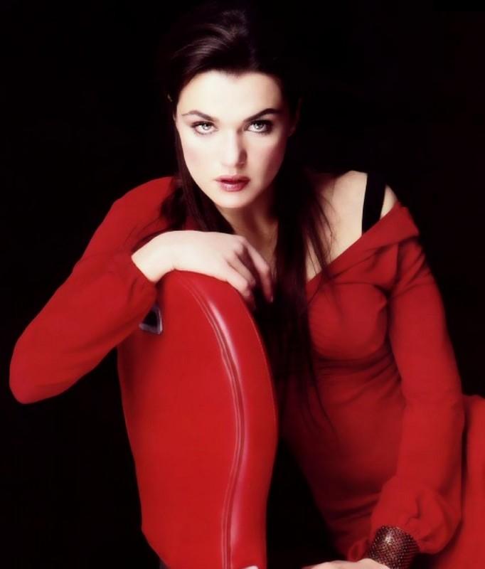 Rachel Weisz, splendida signora in rosso