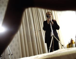 Javier Camara in una scena di Torremolinos 73