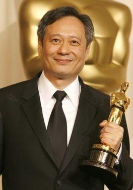 Ang Lee con il suo Oscar per la migliore reia