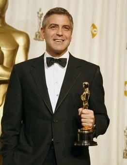 George Clooney con il suo Oscar