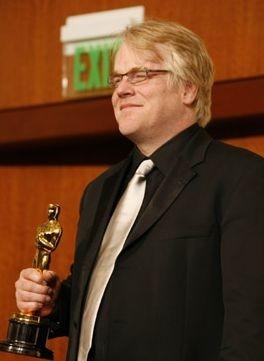 Philip Seymour Hoffman con il suo Oscar
