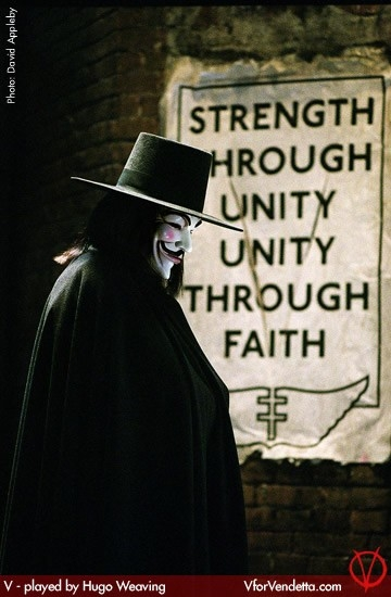 Hugo Weaving nel film V for Vendetta