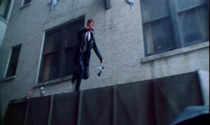 Brad Pitt in una scena di SEVEN