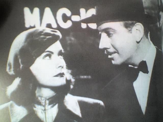 Greta Garbo e Melvyn Douglas in una scena di NINOTCHKA