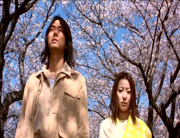 Hidetoshi Nishijima e Miho Kanno in una scena di DOLLS, diretto da Kitano
