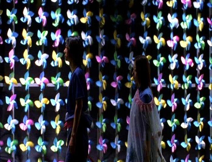 Hidetoshi Nishijima e Miho Kanno in una colorata scena di DOLLS