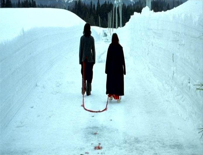 Hidetoshi Nishijima e Miho Kanno in una scena di DOLLS, diretto da Takeshi Kitano nel 2002