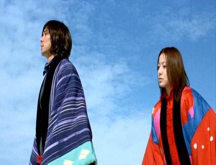 I due interpreti di Dolls, Hidetoshi Nishijima e Miho Kanno in una scena del film diretto da Kitano nel 2002