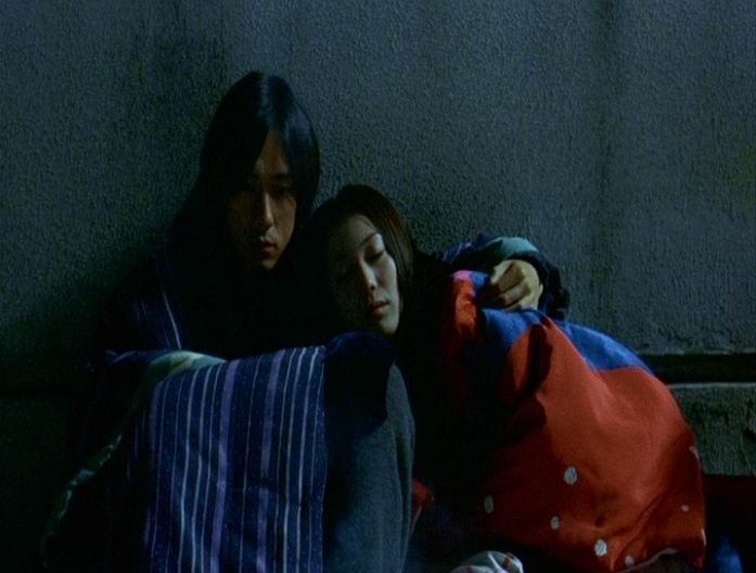 Gli attori Hidetoshi Nishijima e Miho Kanno in una scena di DOLLS