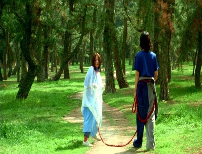 Miho Kanno con Hidetoshi Nishijima in una scena di DOLLS, di Kitano