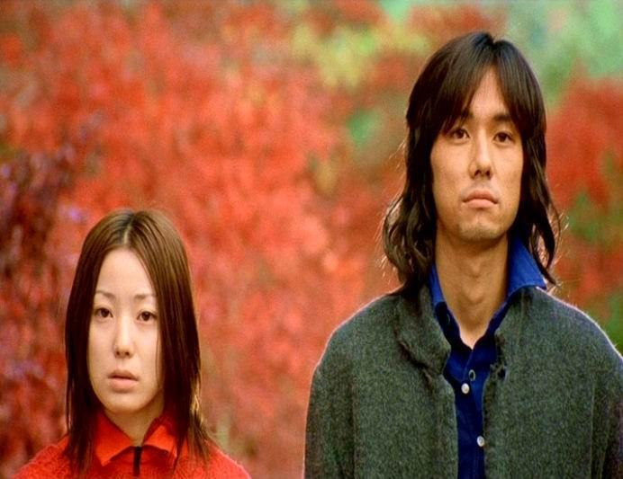 Primo piano di Miho Kanno e Hidetoshi Nishijima in una scena di DOLLS