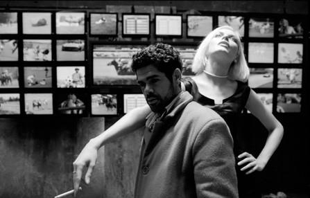 Jamel Debbouze con Rie Rasmussen in Angel-A