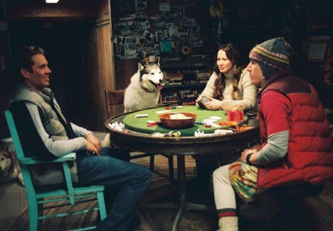 Paul Walker, Moon Bloodgood e Jason Biggs in una scena di 8 amici da salvare