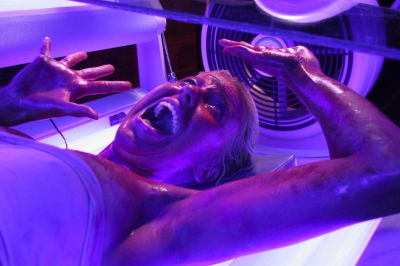 Attenzione alle lampade abbronzanti! - una scena di Final Destination 3