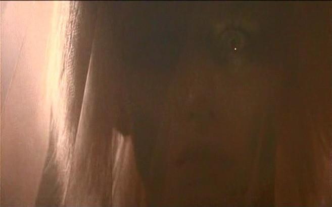 Daryl Hannah in una scena di BLADE RUNNER