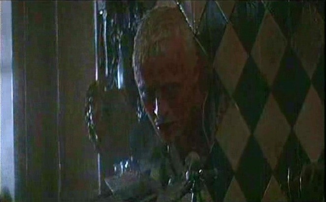 Rutger Hauer in una scena di BLADE RUNNER di Ridley Scott