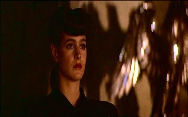 Sean Young in una scena di BLADE RUNNER