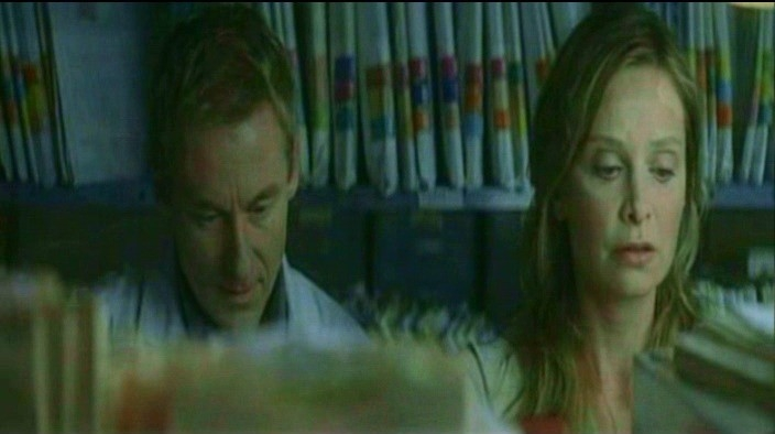Richard Roxburgh e Calista Flockhart in una scena di FRAGILE