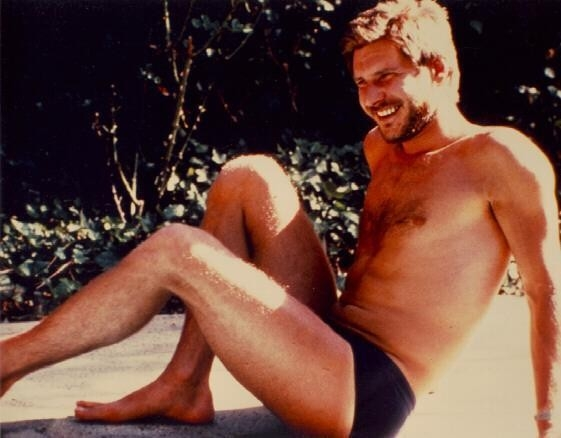 una immagine sexy di Harrison Ford in costume