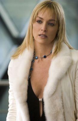 Sharon Stone è la scrittrice Catherine Tramell in Basic Instinct 2