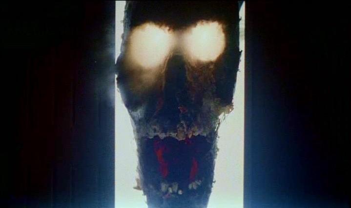 Una mostruosa creatura di POLTERGEIST: DEMONIACHE PRESENZE