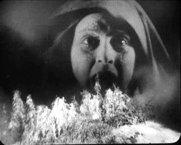 Camilla Horn in una scena di FAUST