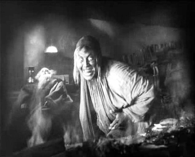 L'attore Emil Jannings in una scena di FAUST