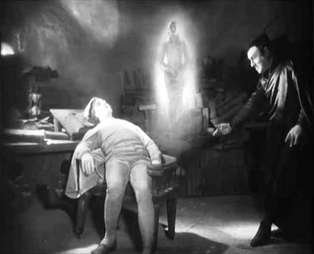 Gösta Ekman e Emil Jannings in una scena di FAUST, diretto da F.W. Murnau