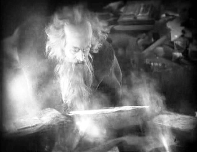 L'attore Gösta Ekman in una scena di FAUST