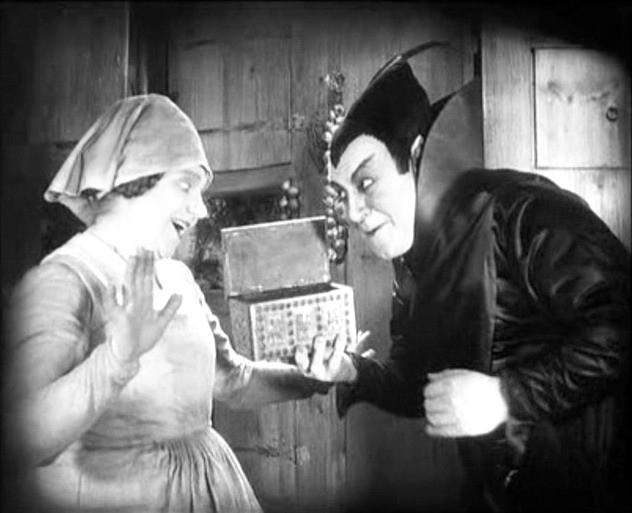Yvette Guilbert e Emil Jannings in una scena di FAUST