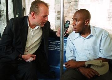 Bruce Willis e Mos Def in Solo due ore