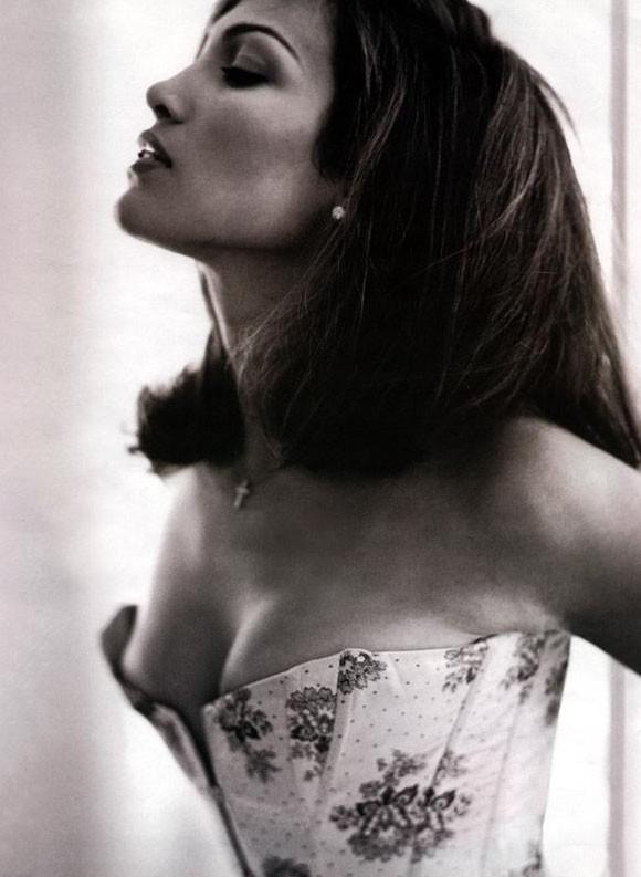una elegante e sensuale immagine di Jennifer Lopez