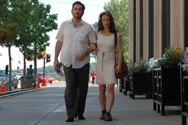 Matt Dillon e Lili Taylor in Factotum