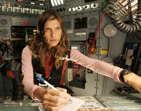Lake Bell in una scena di Surface