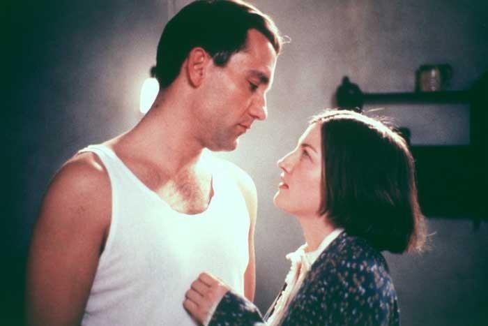 Kelly Macdonald e Clive Owen in una scena di Gosford Park