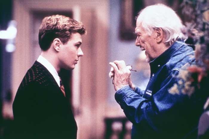 Ryan Phillippe e Robert Altman in una scena di Gosford Park