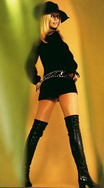 Brigitte Bardot in una colorata immagine d'epoca