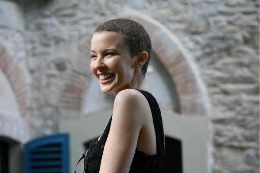 Aprile 2006: Kylie Minogue a Portofino con un nuovo look, dopo la malattia.