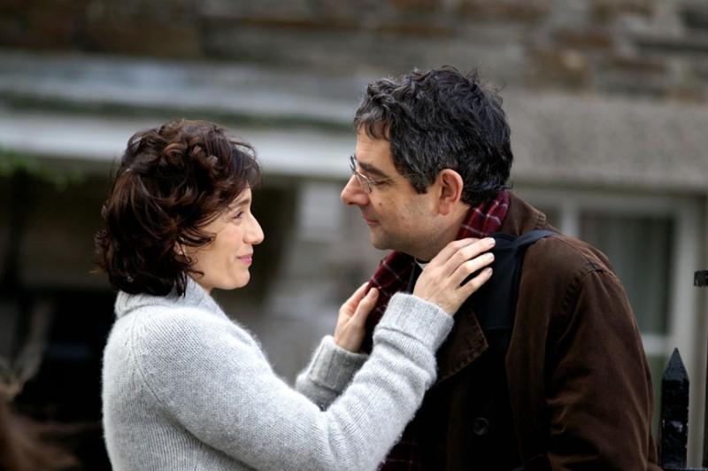 Kristin Scott Thomas e Rowan Atkinson in La famiglia Omicidi - Keeping Mum