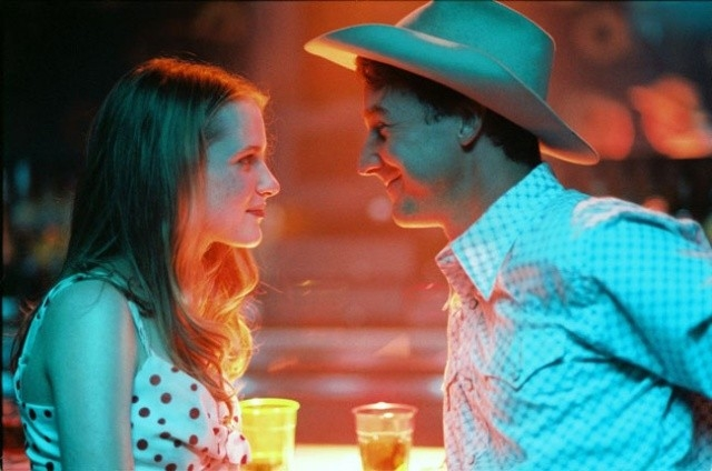 Evan Rachel Wood con Edward Norton in una scena di Down in the Valley