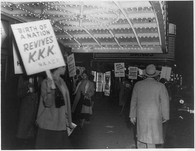 New York 1947: la NAACP protesta per la proiezione del film tacciato di presunti contenuti razzisti