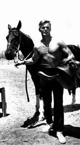 Tab Hunter con un cavallo