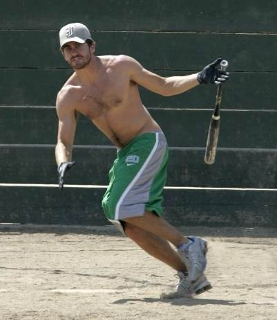 Jake Gyllenhaal gioca a baseball