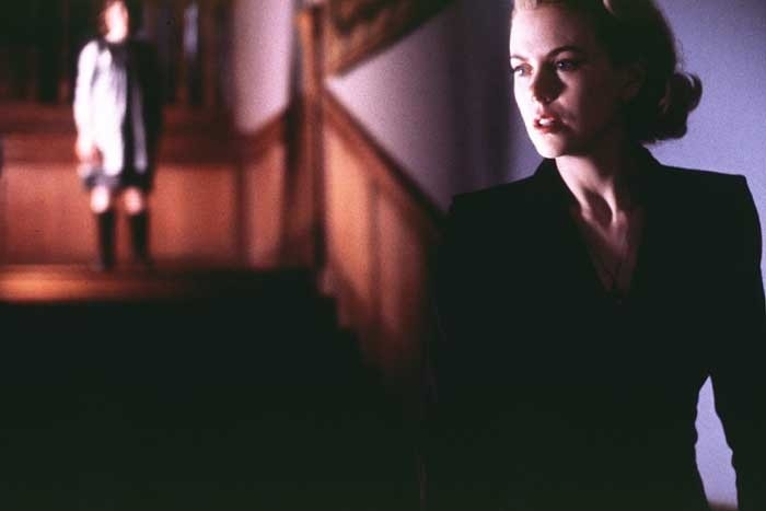 Nicole Kidman in una scena del terrorizzante The Others