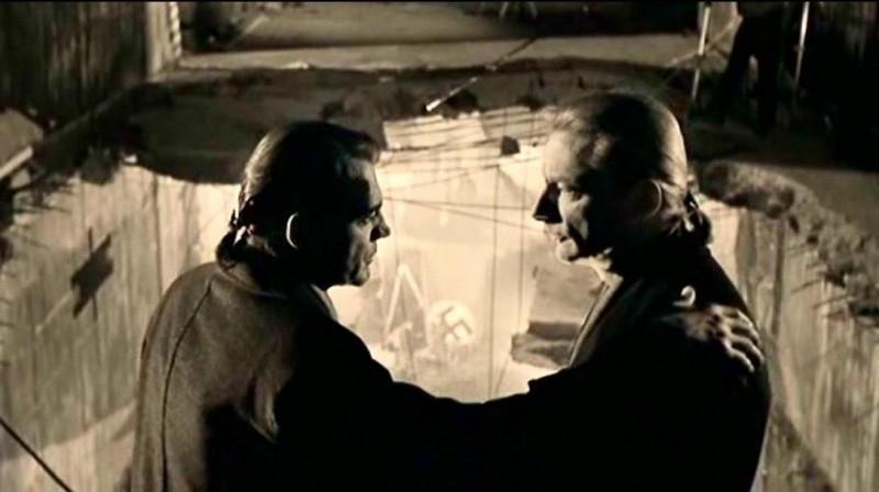 Bruno Ganz e Otto Sander in una bella scena di IL CIELO SOPRA BERLINO
