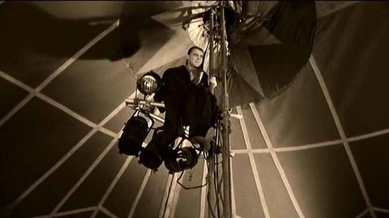 Bruno Ganz in una sequenza del film IL CIELO SOPRA BERLINO